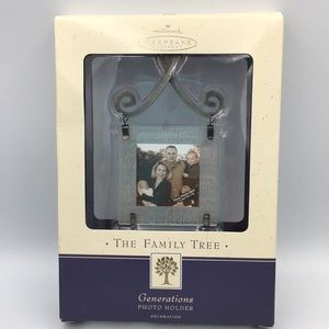 NWT '02 The Family Tree Hallmark Keepsake Ornament